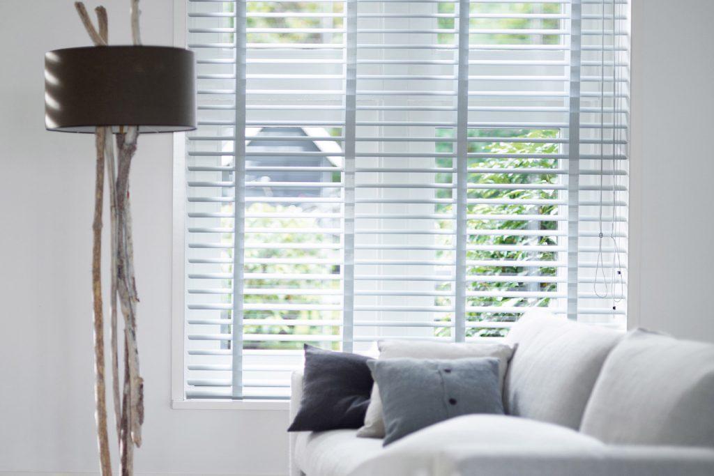 Horizontale jaloezieën vs shutters: dit zijn de verschillen en voordelen